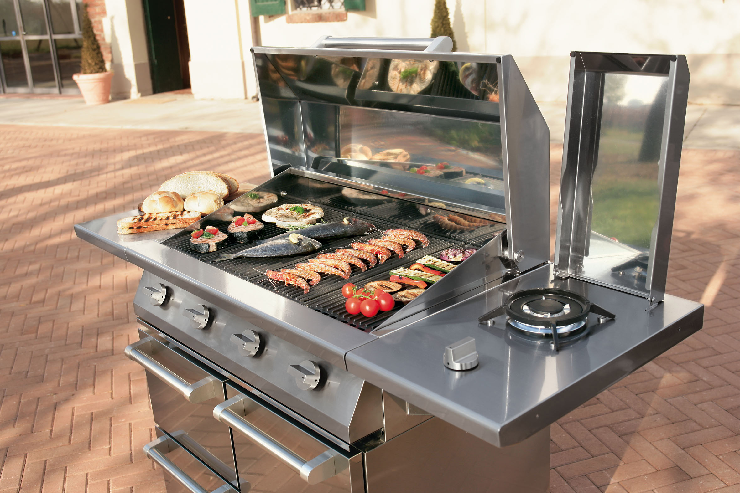 Steel_BBQ_outdoor_kitchen.jpg