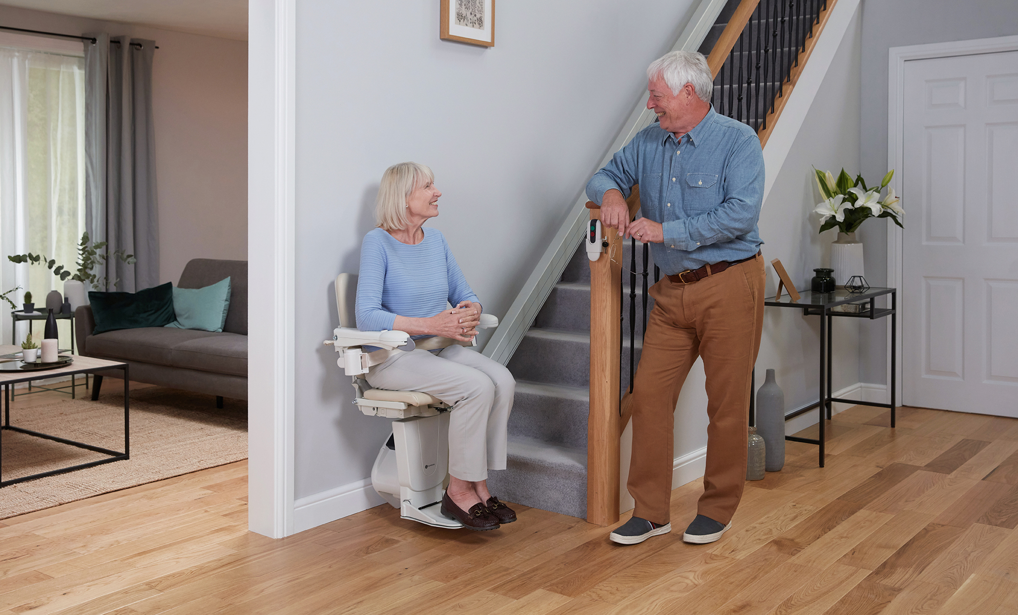 1100-couple-with-stairlift-2.jpg