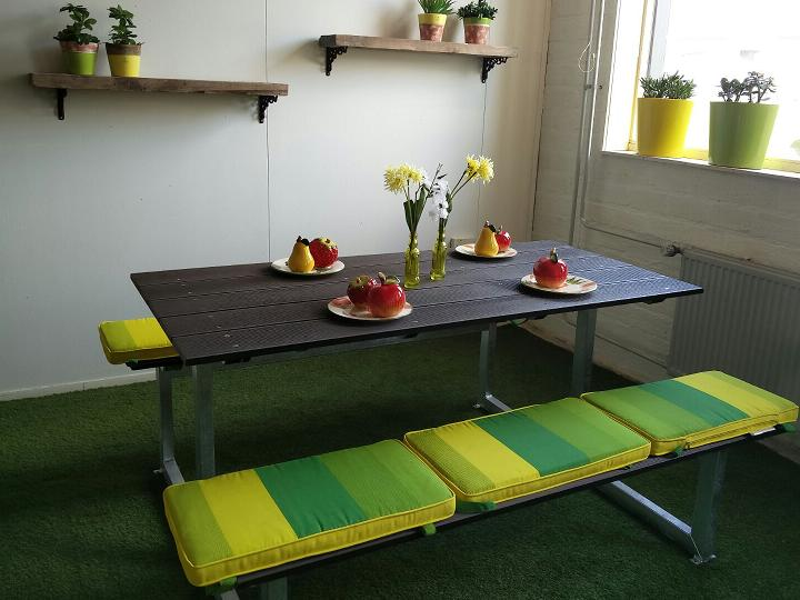 picknicktafel lifetime showroom.jpg
