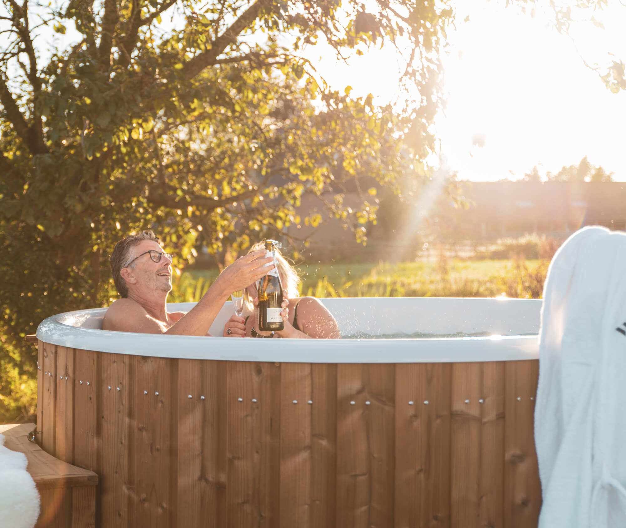 Hottub/Welvaere-DucktubOval-Couple-023.jpg