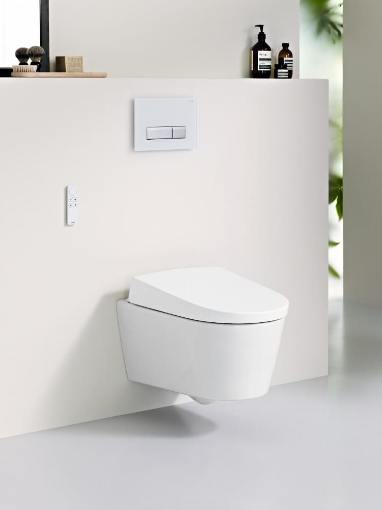 De nieuwe douchewc van Geberit, AquaClean Sela, wint de iF Product Design Award en de Interior Innovation Award 2013.