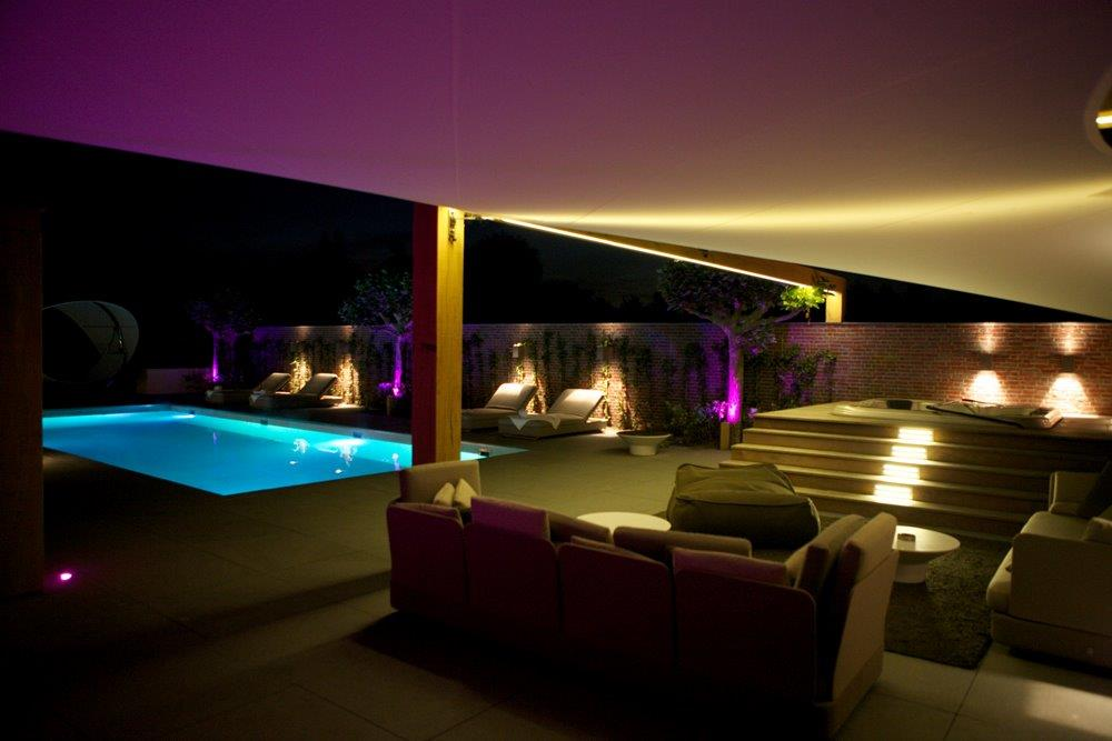 eva-optic-pool-lights-residential-1.jpg