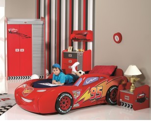CR1015_1 Cars Piston Cup met kind op bed_308_248.jpg