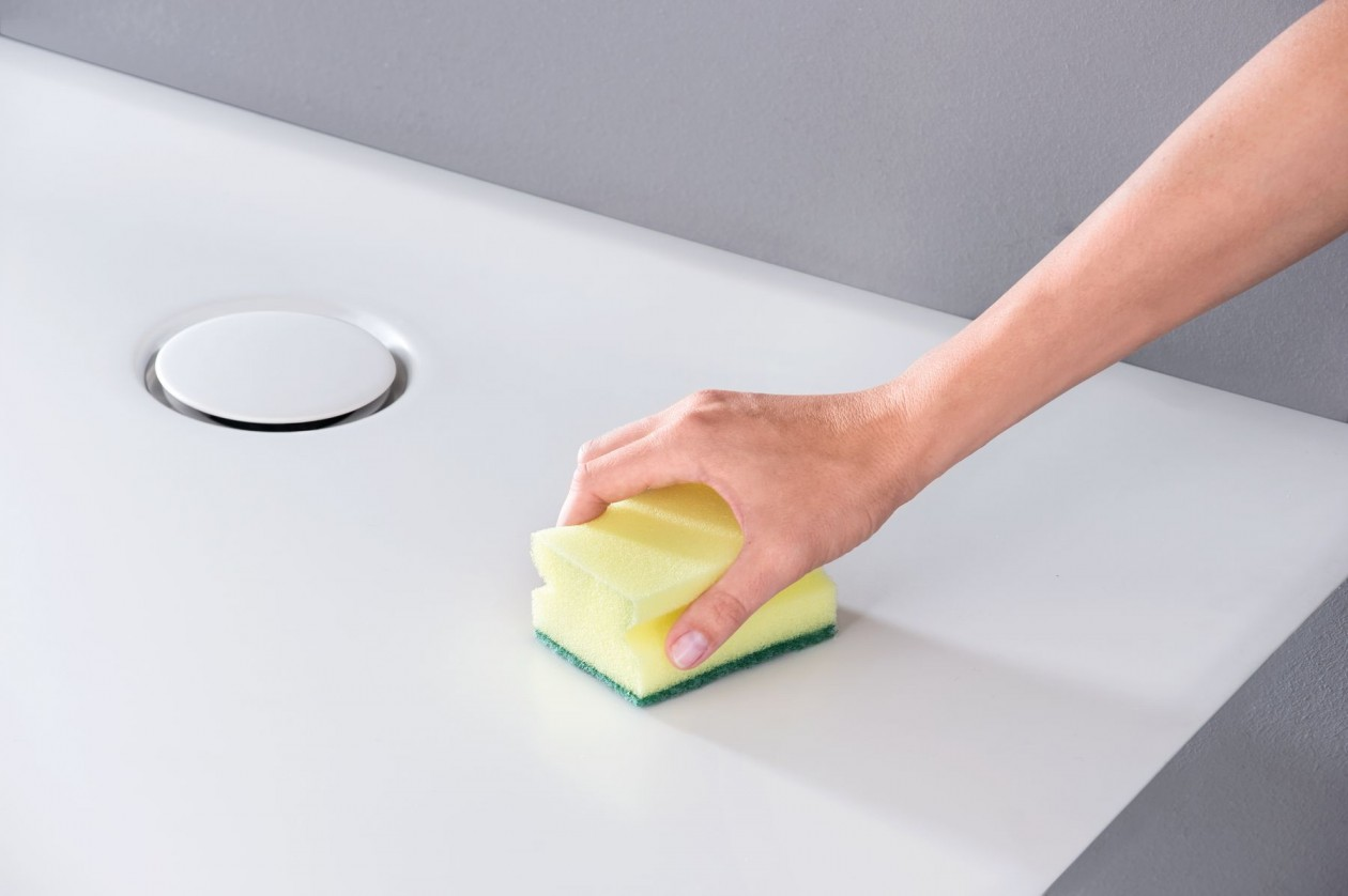 w3_Setaplano cleaning with sponge.jpg